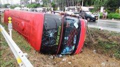 卡斯塔亚国泰国一辆满载中国游客的大巴失事侧翻 7人重伤